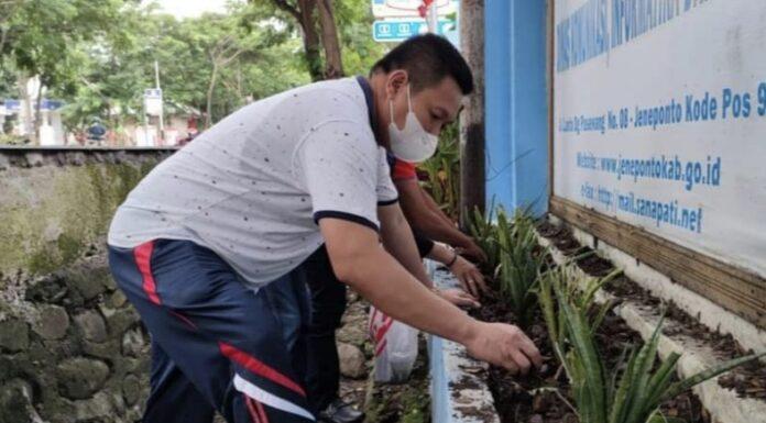 Dinas Kominfo dan Statistik Jeneponto Gelar Jumat Bersih, ini Tujuannya