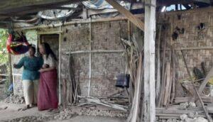 Intip Kisah Seorang Lansia Tinggal Sebatang Kara di Gubuk Reot Berlantai Tanah